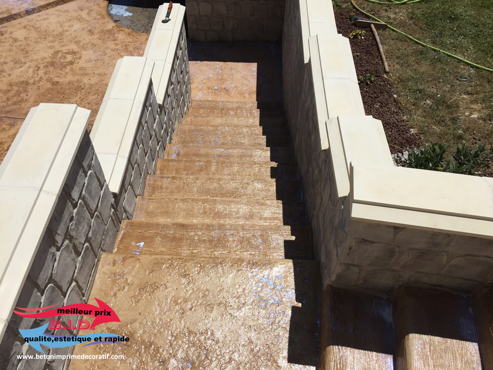 b ton imprim vertical b ton imprime decoratif pour piscines murets escaliers etc. Black Bedroom Furniture Sets. Home Design Ideas